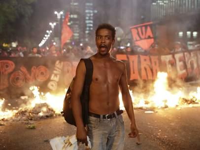 Manifestantes en Brasil a favor de Dilma Rousseff