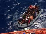 Patera con 12 personas rescatadas en aguas de Almería
