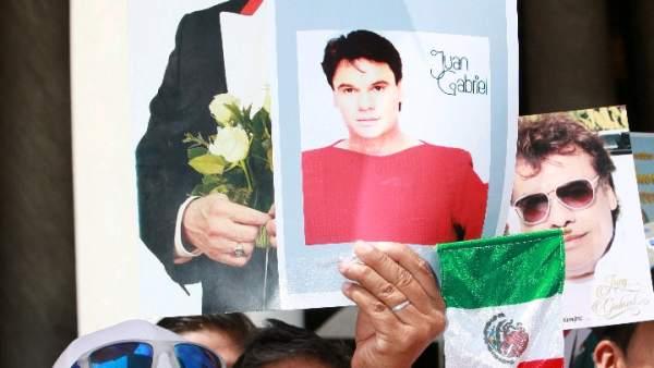 Llanto por Juan Gabriel en la Ciudad de México