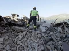 Recuperan otro cadáver en Amatrice tras el terremoto del centro de Italia
