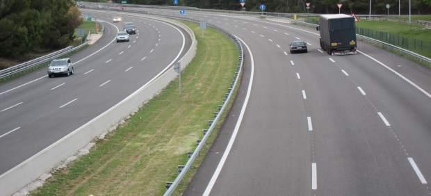 Foment estudiarà la proposta del Consell de desviar el trànsit de Castelló a València per l'AP-7