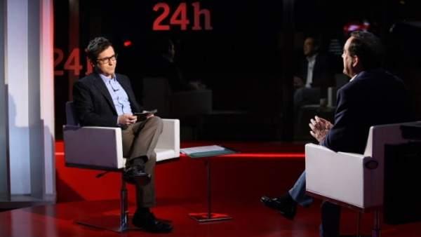 Sergio Martín entrevistando a José Bono en 'La noche en 24 horas'