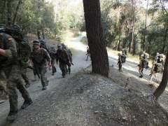 Efectivos del Ejército de Tierra entrenándose en el Parc de Collserola de Barcelona.