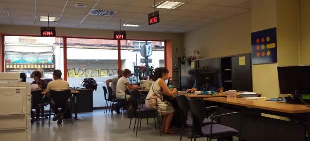 Paro el n mero de desempleados cae un 0 52 en agosto en - Oficina de empleo asturias ...