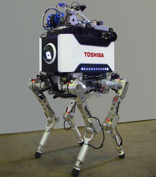 Toshiba Corporation desarrolló un robot de cuatro articulado de cuatro patas encargado de la investigación y recuperación en las zonas de mayor riesgo de la la central.