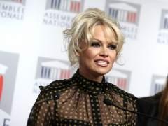 Pamela Anderson desmiente los rumores de ruptura con Adil Rami