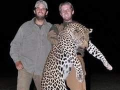 Los hijos de Trump con un trofeo de caza