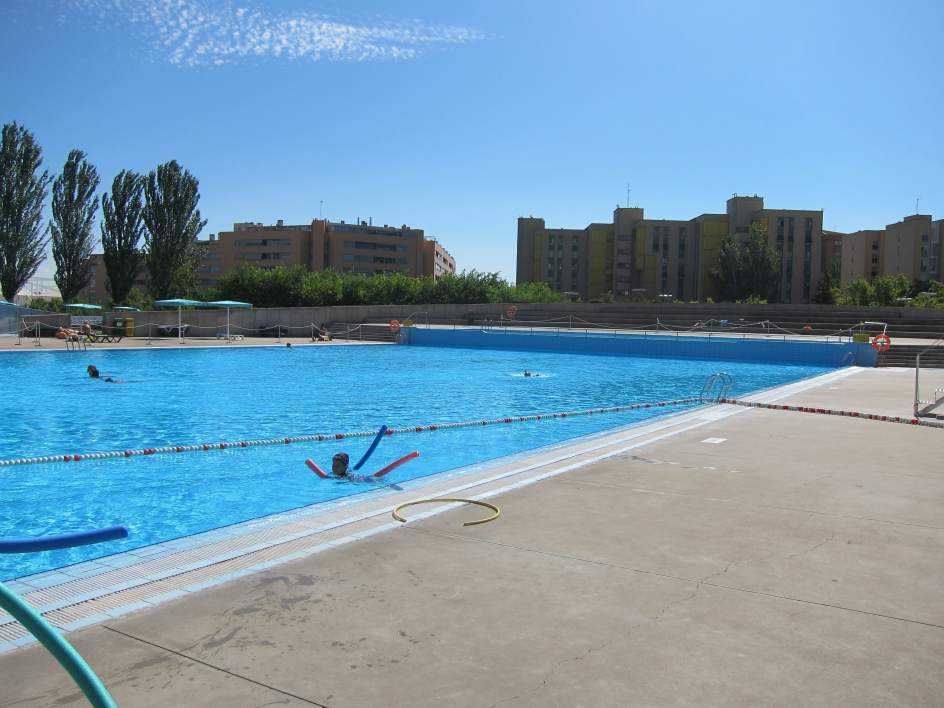 C 39 s pide ampliar la temporada de piscinas m s all de los for Piscina municipal zaragoza