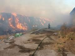 Los bomberos de la Diputación de Zaragoza actúan en Tauste Ganadera.