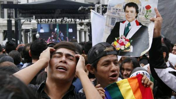 Miles de mexicanos despiden a Juan Gabriel