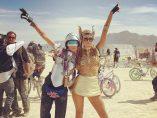 Dos amigas en el Burning Man