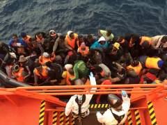 Recuperan los cadáveres de 16 inmigrantes en el Mediterráneo