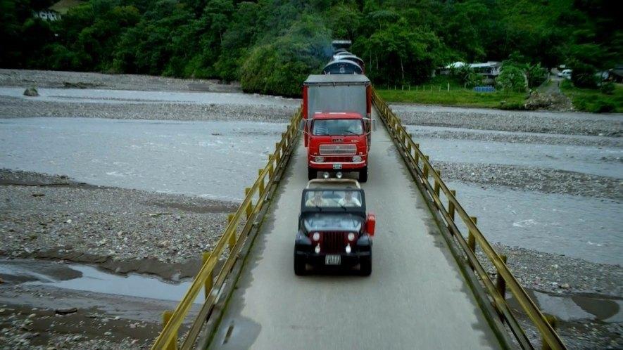 La primera vez que se ven los camiones en los que Pablo Escobar traficaba con electrodomésticos es en el primer capítulo de la primera temporada de la serie Narcos. Muchos de los camiones que utilizaban eran un Fiat 673 fabricado entre los años 1965 y 1978.