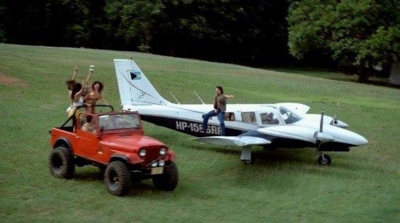 Esta avioneta Piper Seneca aparece en uno de los capítulos de la serie, cuando uno de los sicarios de Escobar regresaba de Miami de transportar cocaína.
