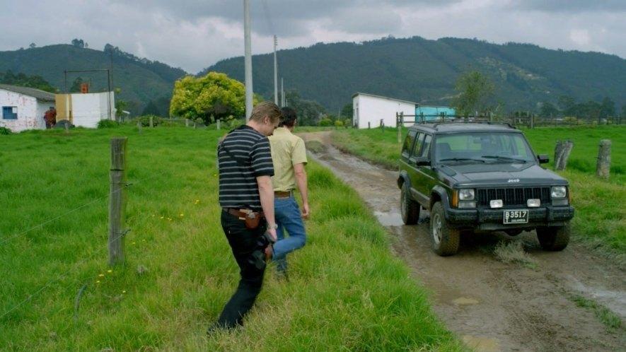 Los agentes de la DEA (Administración para el control de drogas en Estados Unidos) utilizan en la serie un Jeep Cherokee para moverse por las calles de Medellín.