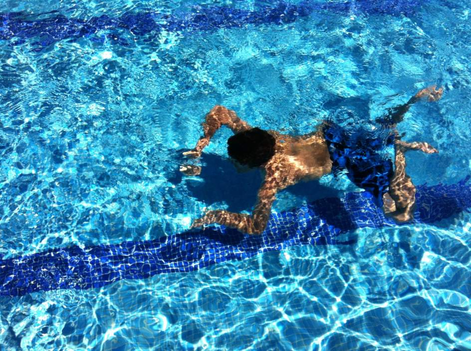 Medio centenar de ni os intoxicados por cloro en la piscina de una casa de colonias - Cloro en piscinas ...