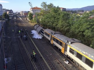 Tren parado tras el descarrilamiento