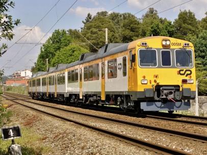 Tren de la serie 592 accidentado en O Porriño