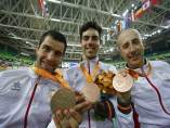 Santas, Cabello y Granados con su bronce