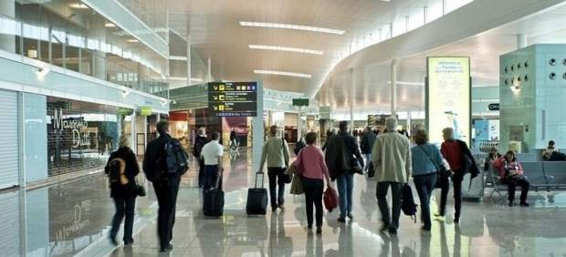 Aeropuerto de barcelona el prat for Ryanair barcelona paris orly