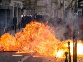 Fuego en las calles de París