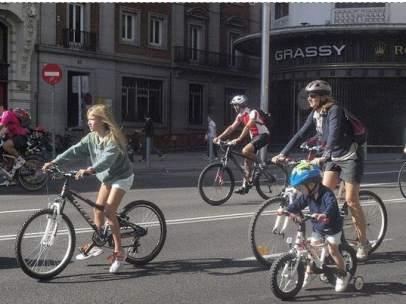 Ciclistas por Gran Vía