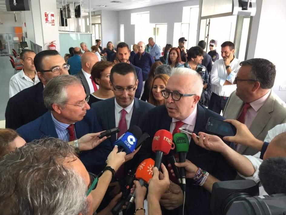 Junta invierte euros en la nueva oficina del sae en for Oficina de empleo cadiz