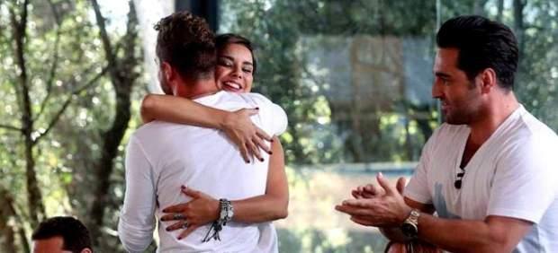 El abrazo entre Chenoa y Bisbal