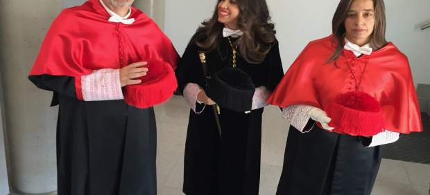 Rey, junto a Imelda Rodríguez Escanciano (c) y Pilar Martín Aresti (d)