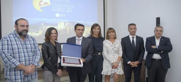El alcalde, Francisco Cuenca, recoge el 'Partner de honor'