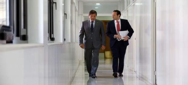 El presidente de Asturias, Javier Fernández y el consejero Guillermo Martínez