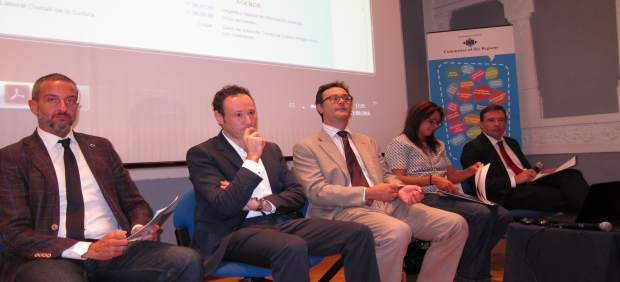 Guillermo Martínez, en el centro