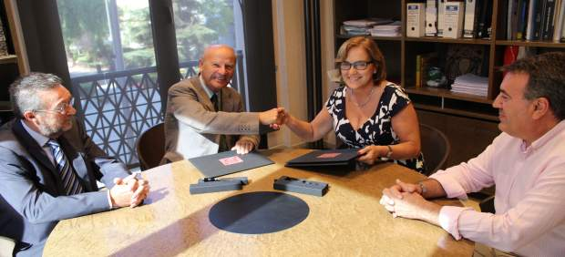 Borriana i l'AVL signen un conveni per a promocionar l'ús del valencià a la ciutat
