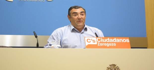 El concejal de C's, Alberto Casañal, en rueda de prensa en el Ayuntamiento