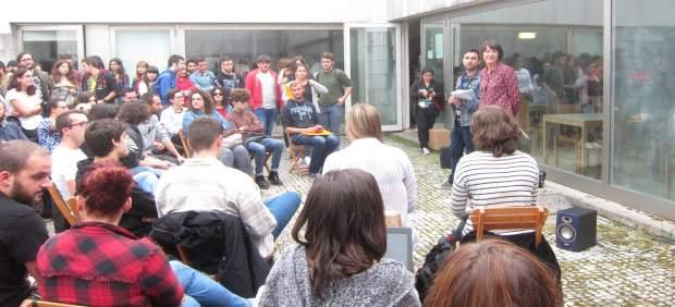 Ana Pontón en un encuentro con jóvenes en Ciencias da Comunicación
