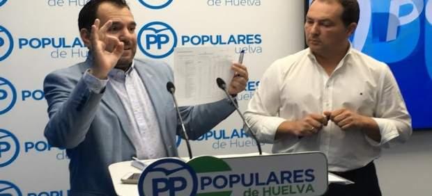 El viceportavoz del PP en la Diputación, José Domingo Doblado, y David Toscano.