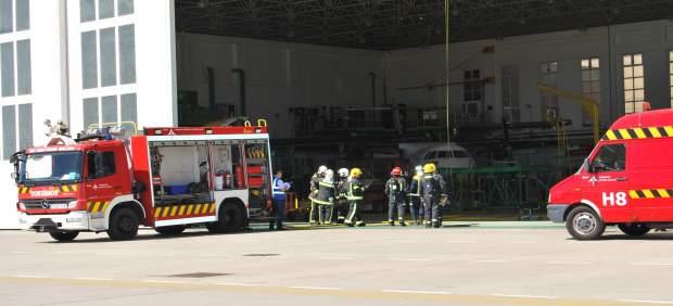 Bomberos en el aeropuerto de Gtan Canaria durate el simulacro