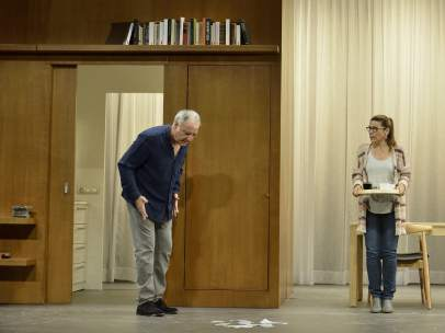 Els actors Jordi Bosch i Emma Vilarasau a l'espectacle 'Caiguts del cel' dirigit per Sergi Belbel.