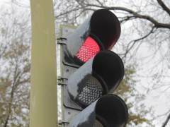 Los nuevos radares de control de semáforo en rojo comenzarán a multar a partir de este lunes