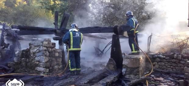 Incendio de un hórreo en Llanes.