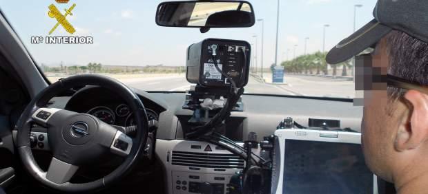 Agente participando en un dispositivo de control de velocidad