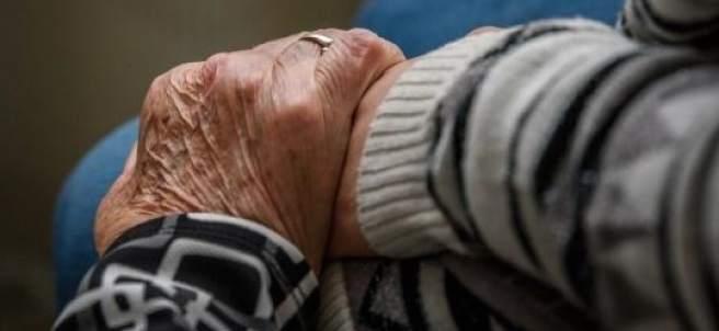 Mano de un anciano