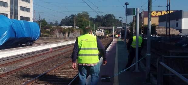 Inspección en lugar del accidente de tren en O Porriño.