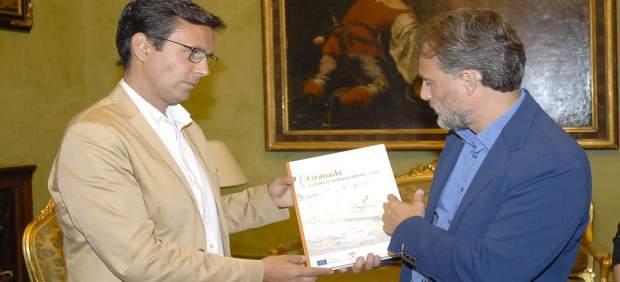 Francisco Cuenca y José Fiscal en el Ayuntamiento de Granada