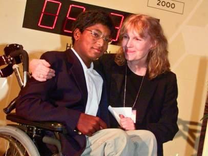 Mia Farrow y su hijo Thaddeus