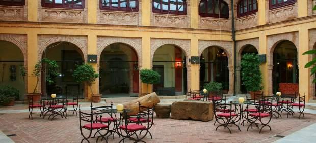 Np: Crecen En Agosto Un 8% Las Pernoctaciones En Los Hoteles De Los Municipios S