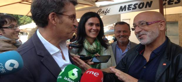 Feijóo se encuentra con Canedo en un paseo electoral en Santiago