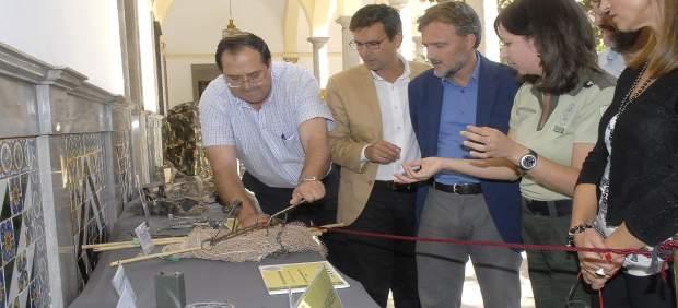 Cuenca y Fiscal en la exposición sobre furtivismo