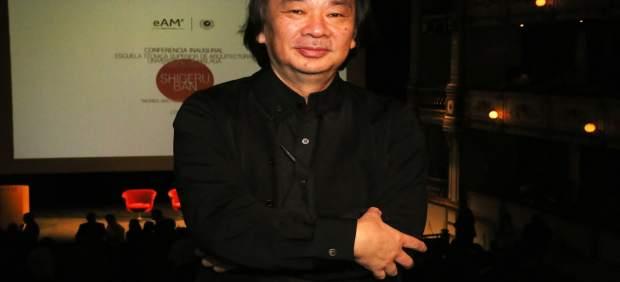 Shigeru Ban en su clase magistral impartida en el Teatro Cervantes