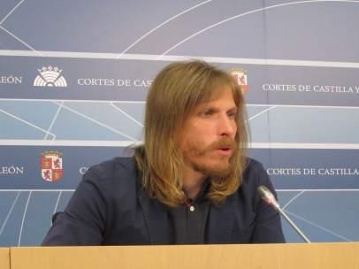 El portavoz de Podemos, Pablo Fernández